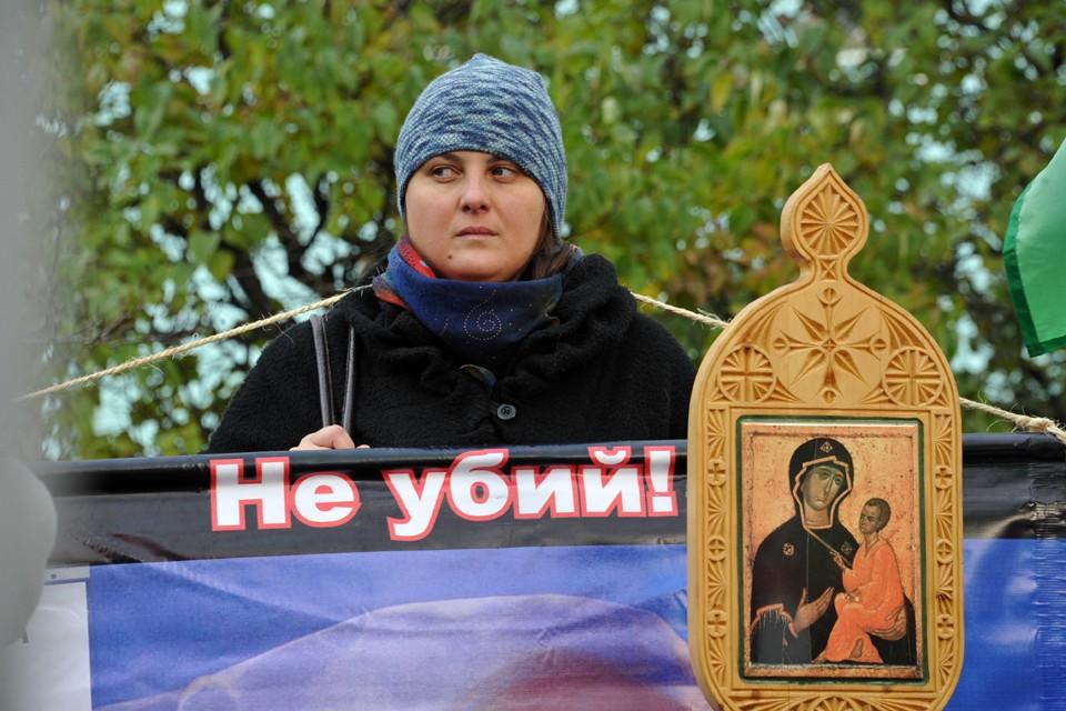 Противники абортов везде активно протестуют против прерывания беременности, но в Самаре чиновники пошли еще дальше.