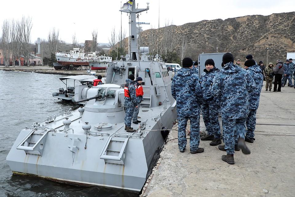 Эти плавсредства были задержаны при попытке прорваться в Азовское море через Керченский пролив год назад