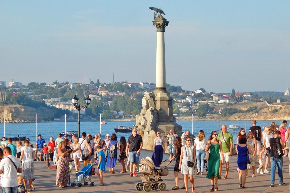Украинский генерал Руслан Хомчак считает, что Крым нужен России, чтобы угрожать Европе.