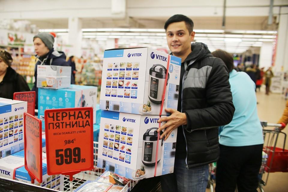 Почти две трети опрошенных россиян (63%) собираются делать покупки в так называемую «Черную пятницу».