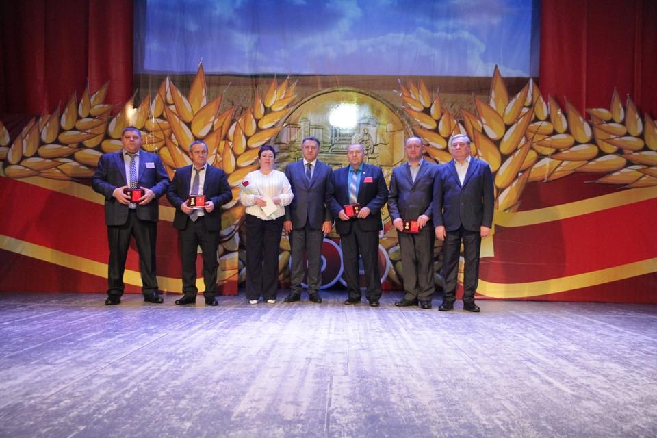 Андрей Шимкив вручил награды отличившимся.