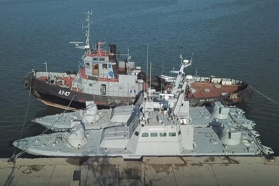 """Корабли вернули в целости и сохранности. Но Украина """"потеряла"""" унитазы. Фото: Скриншот оперативного видео ФСБ"""
