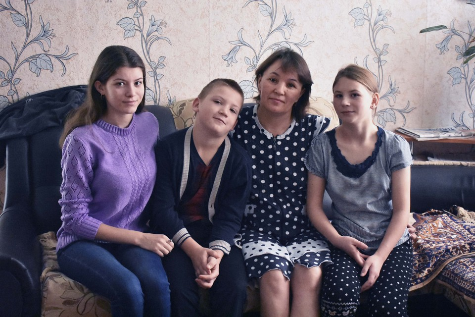 Екатерина Громова с детьми - Наташей, Алешей и Аленой