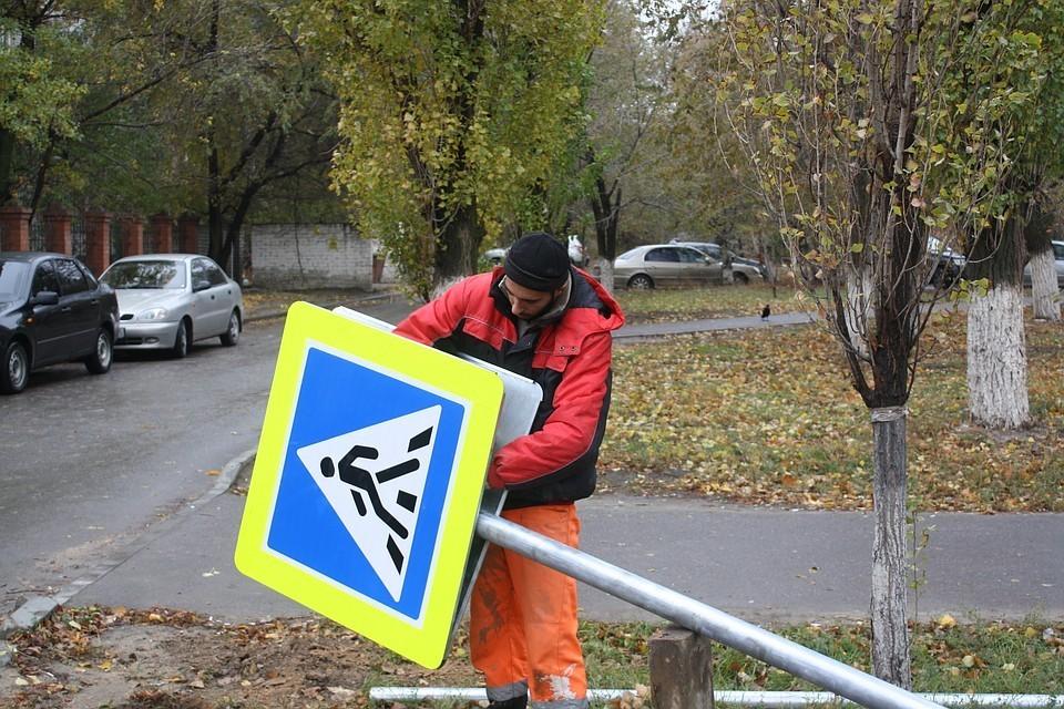 У регионального минстроя должен появиться полноценный пешеходный переход. Фото: Андрей Петров.