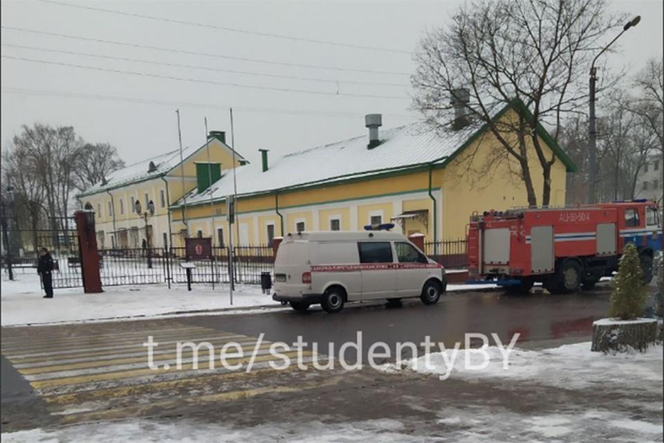 """В Полоцке из университета эвакуировали студентов, ищут взрывное устройство. Фото: Телеграм-канал """"Отчислено""""."""