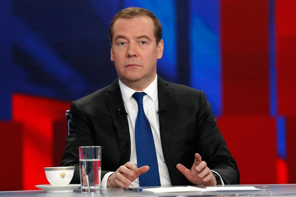 Медведев напомнил, что предшественник Владимира Зеленского Петр Порошенко не хотел никакого мира и был представителем «партии войны». Фото: Дмитрий Астахов/POOL/ТАСС