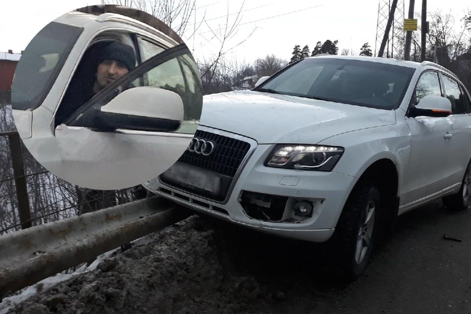 """Брошенный Audi начали растаскивать на части.Фото:сообщество """"АСТ-54"""" """"ВКонтакте"""""""