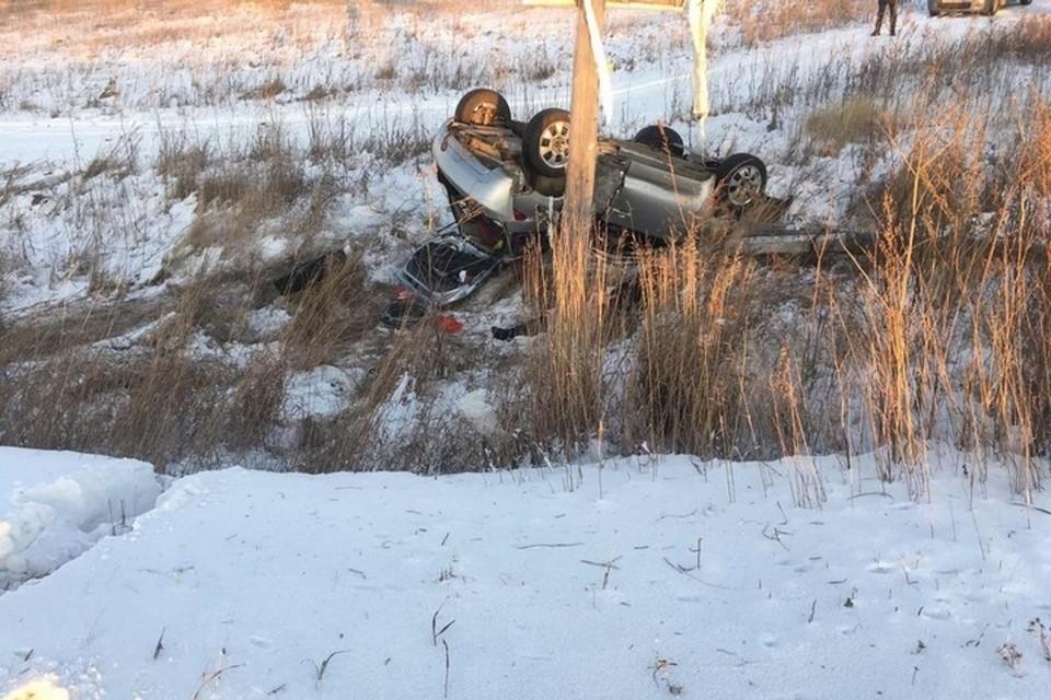 ДТП под Красноярском: в опрокинувшейся машине погибла молодая женщина. Фото: ГИБДД по Березовскому району