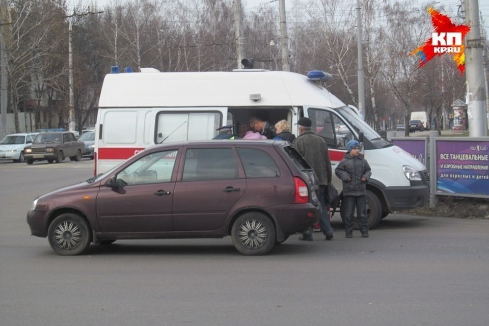 Во всех трех случаях под колеса машин попадали женщины.