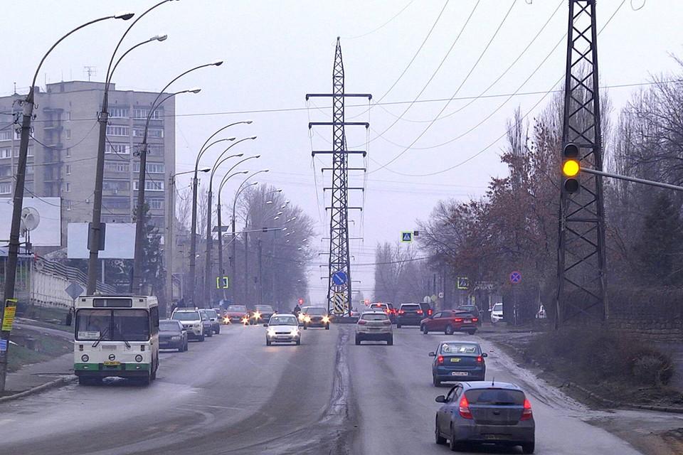 В Липецке улицу Папина расчищают от проводов