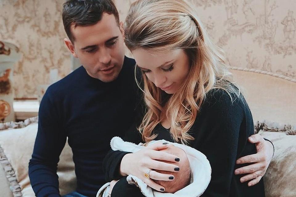 Милана с бывшим мужем Александром Кержаковым и сыном.