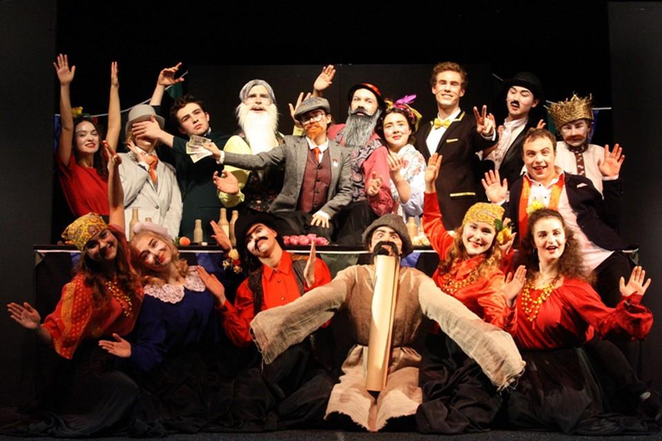 Спектакль «Дети» по одноименной пьесе Максима Горького на сцене театра кукол исполнили студенты 4 курса РГИСИ.