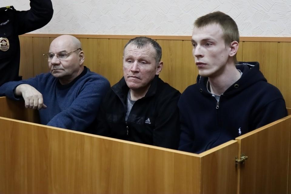 Подсудимых обвиняют в похищении человека с целью выкупа.