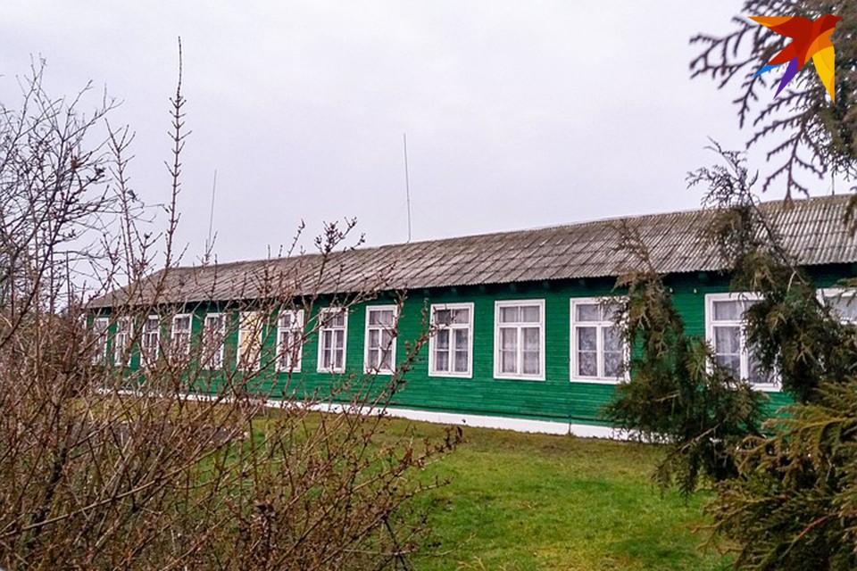 Жители Омеленца хотят, чтобы школу в их деревне не закрывали, а отремонтировали.