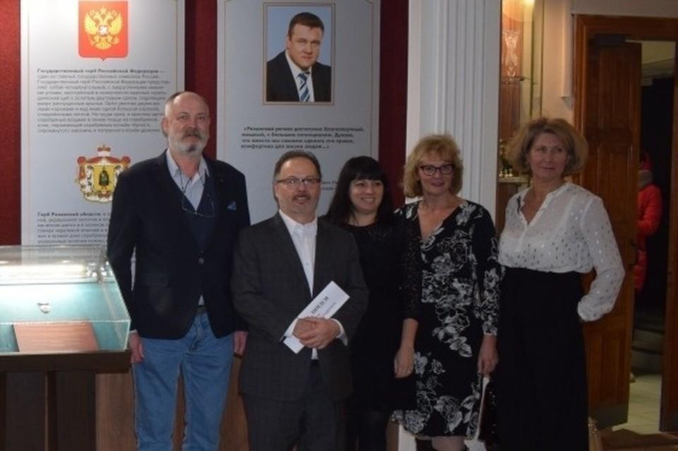 Владимир Моторжин (крайний слева) с гостями из США. Фото: Рязанский политехнический институт.