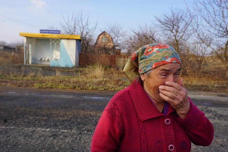 """Дочка бабы Нади уехала в Мариуполь, там и умерла, внуки - далеко. Помогают выживать """"сыночки"""" - наши военные."""