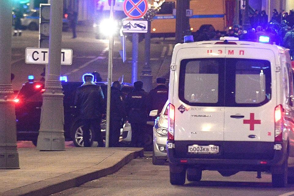 Машины спецслужб у места стрельбы в центре столицы.