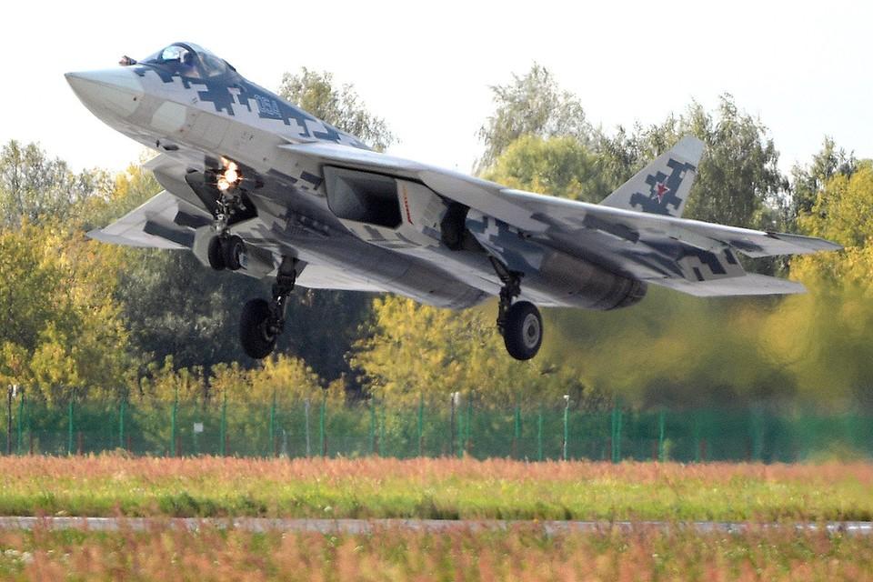 Российский многофункциональный истребитель Су-57 на Международном авиакосмическом салоне МАКС, август 2019 г.
