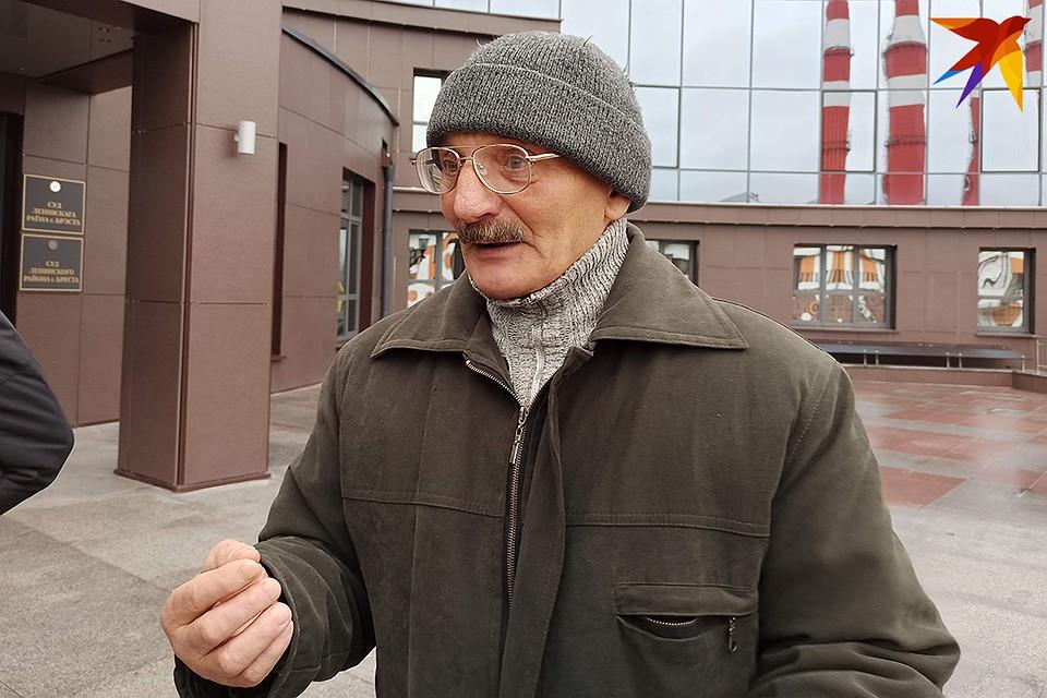 Пенсионер признает, что виноват, но все равно обижен.