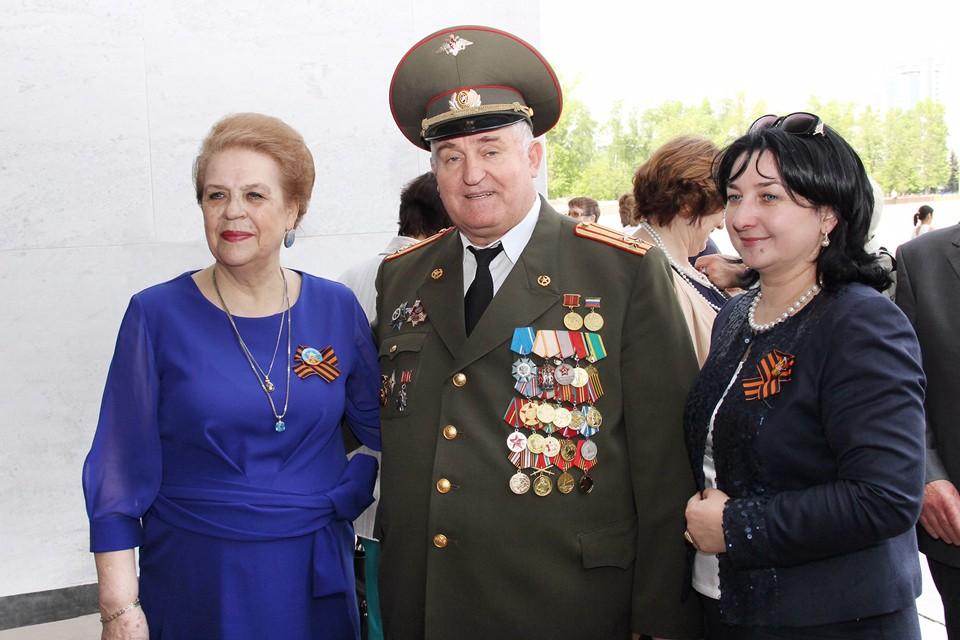 Нина Абрамова (на фото слева) возглавляет столичную Региональную общественную организацию ветеранов труда, пенсионеров учреждений труда и социальной защиты населения