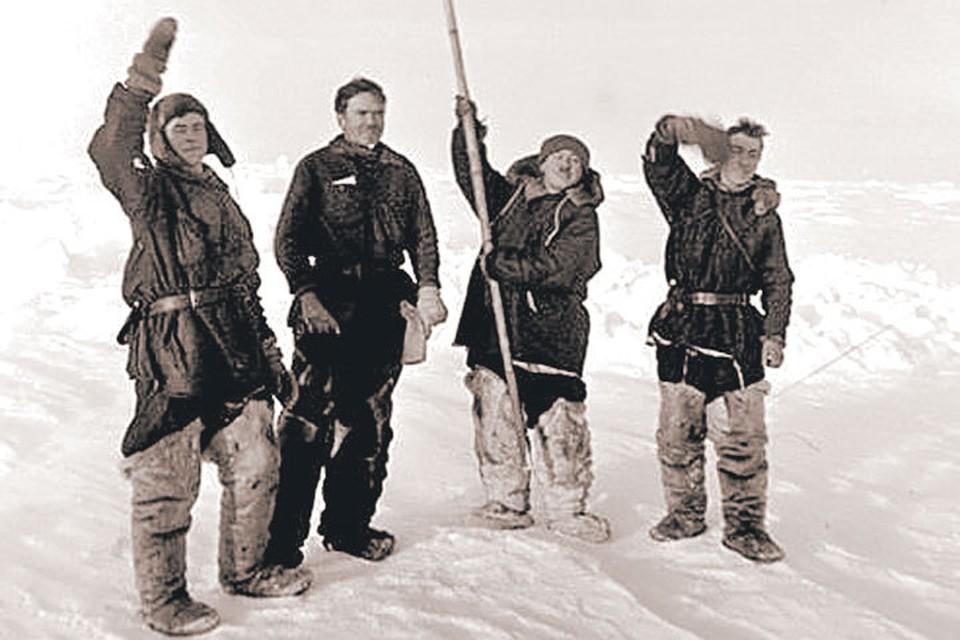 1937 год: четверо отважных под флагом Родины на Северном полюсе. Фото: wikimedia.org