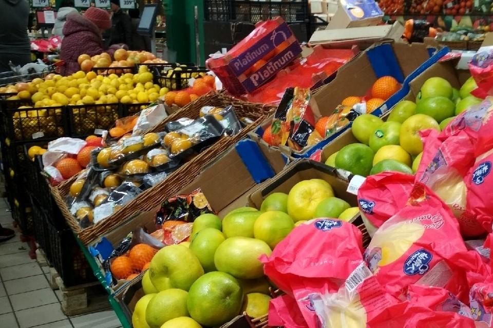 В Липецке сравнили цены на фрукты для новогоднего стола