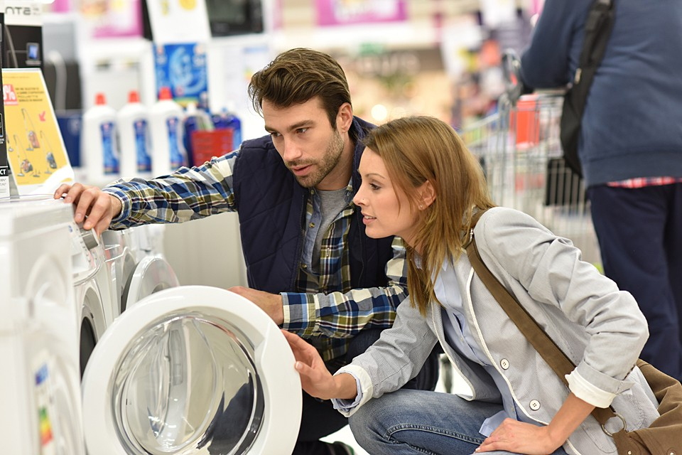 Обеспеченность холодильниками, стиральными машинами и электропылесосами растет медленно, но верно