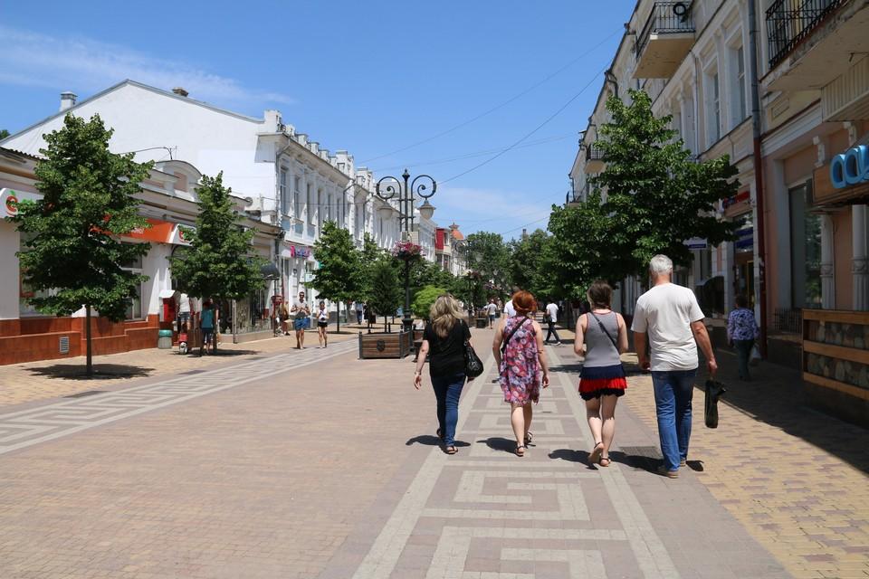 Из Симферополя можно легко добраться в любую точку Крыма, да и в столице есть, что посмотреть