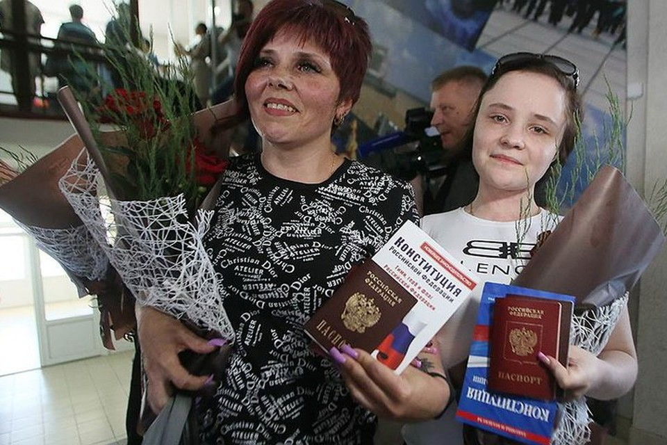 Только в Россию - киевские власти не оставили другого выбора для жителей Донбасса. Фото: politnavigator.net