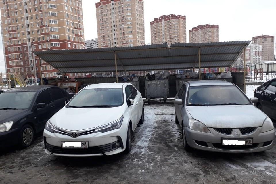 В Липецке в новогодние каникулы не могли вывезти мусор из-за припаркованных машин