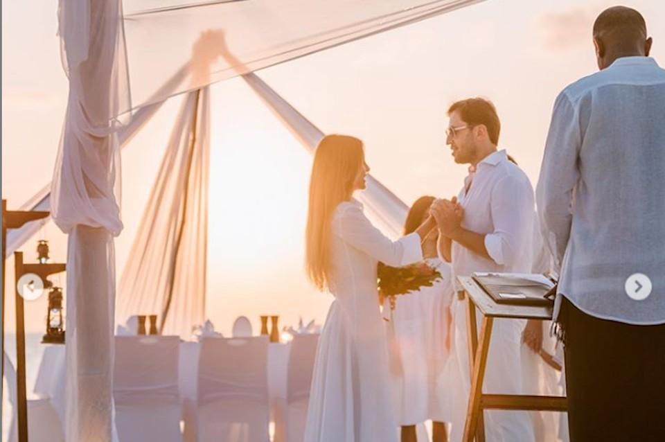 Александр Ревва устроил своей любимой романтическую церемонию на Мальдивах. Фото: Инстаграм.