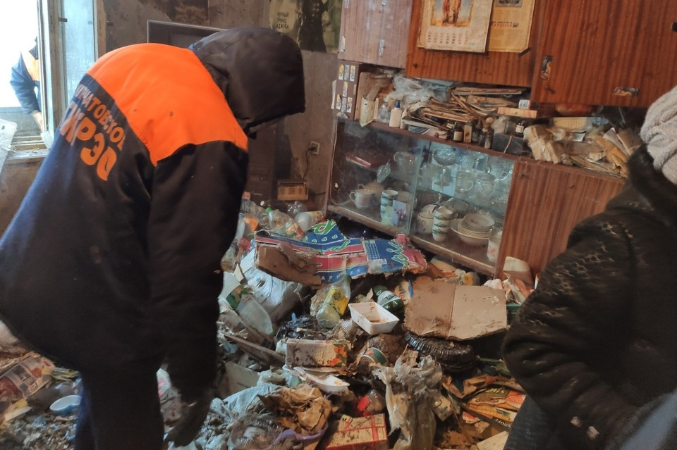 Квартира превратила в помойку. Фото: Курчатовский РОСП