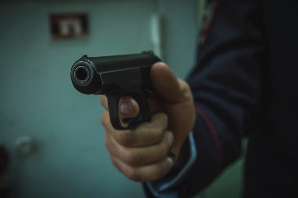 Мужчина открыл стрельбу в суде в Новокузнецке
