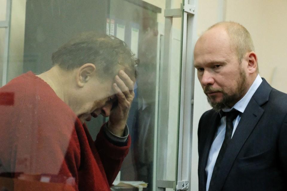 Историк Олег Соколов (слева) с адвокатом Александром Почуевым (справа)