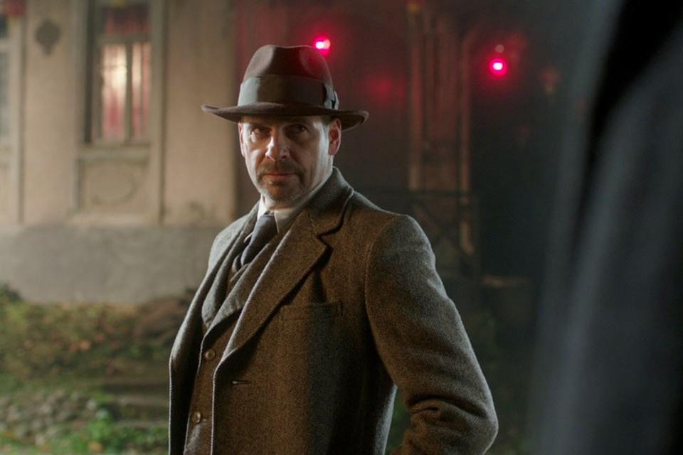 Делонг снимался в «Списке Шиндлера» у Спилберга, на его счету десятки ролей во всемирно известных фильмах.