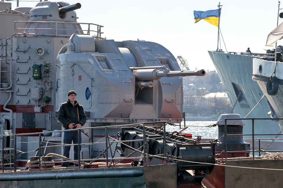 ВМС Украины насчитывают сейчас несколько десантных, патрульных и артиллерийских катеров, а также буксиров, осуществляющих транспортировку не имеющего хода флагмана ВМСУ – фрегата «Гетман Сагайдачный».