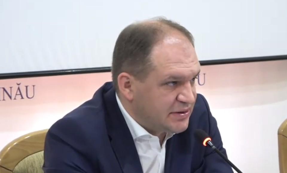 Мэр Кишинева попросил главу управления образования уйти в отставку.