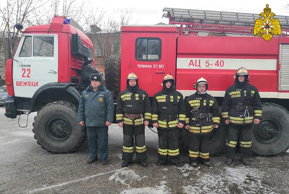 Спасатели помогли женщине вернуться в квартиру, где были заперты дети Фото: ГУ МЧС России по Тверской области