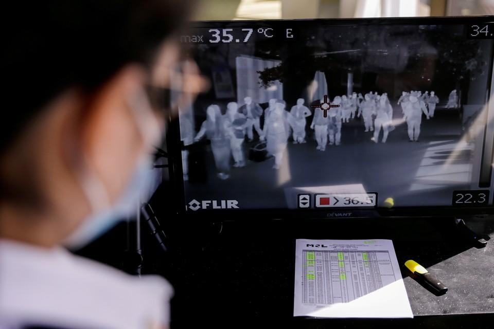Число зараженных новым вирусом выросло до 830 человек