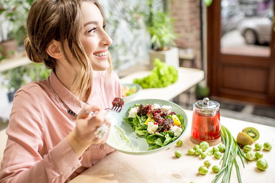 Прежде чем выбрать одну из популярных современных диет, обязательно подумайте о своем здоровье и ограничениях, связанных с ним
