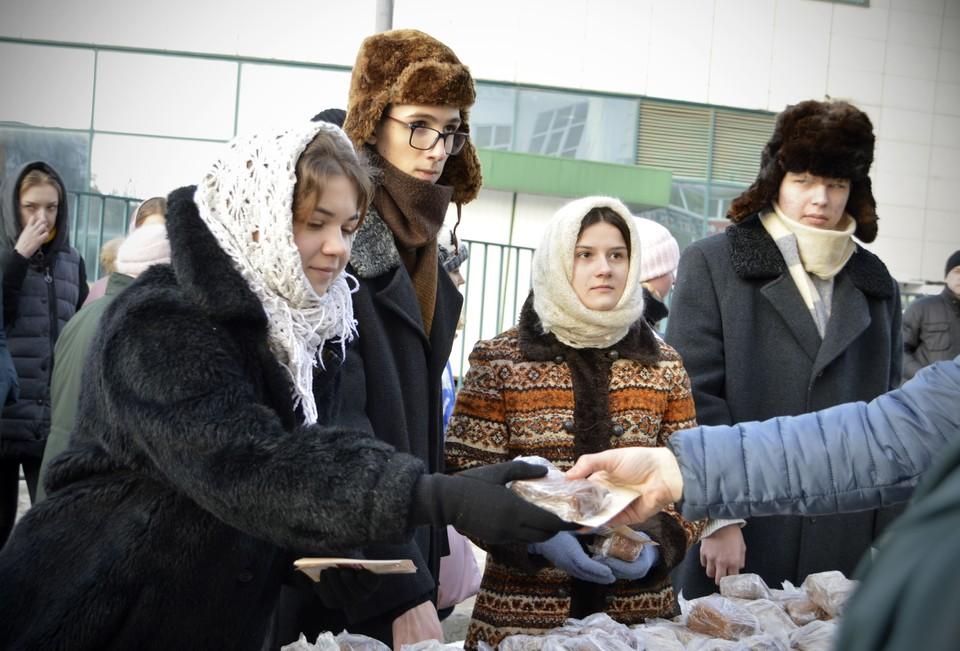 В центре Твери раздавали блокадный хлеб Фото: администрация Твери