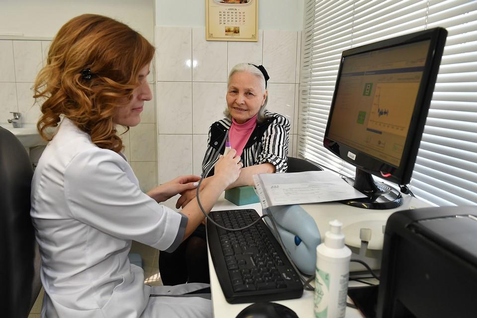 Для людей старшего возраста предусматриваются особые условия исследований в рамках диспансеризации, чтобы поймать рак на максимально ранней стадии.