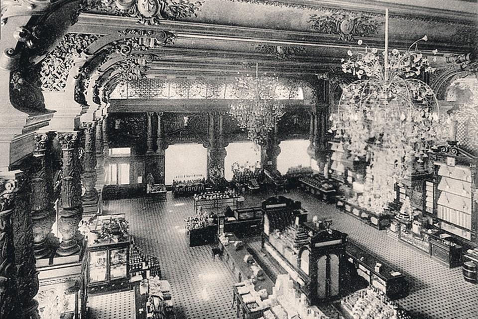 Мгновения до открытия «Елисеевского» в 1901 году...