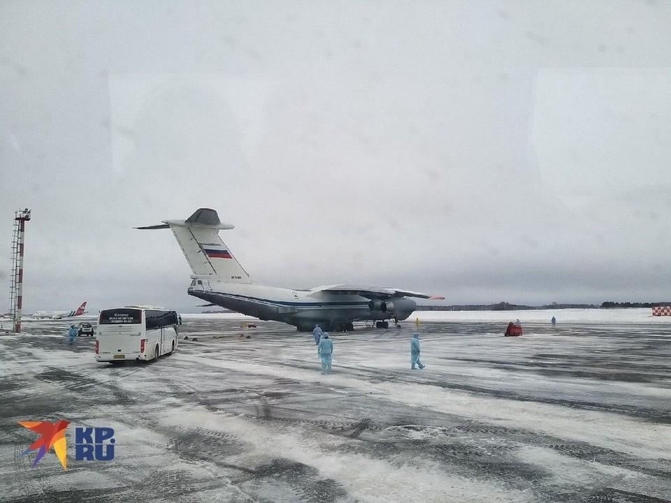 Первый самолёт с эвакуированными из Уханя россиянами прибыл в Тюмень ранее утром