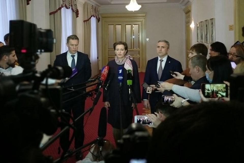 Анна Попова, Михаил Мурашко и Александр Моор. Фото: Оперативный штаб