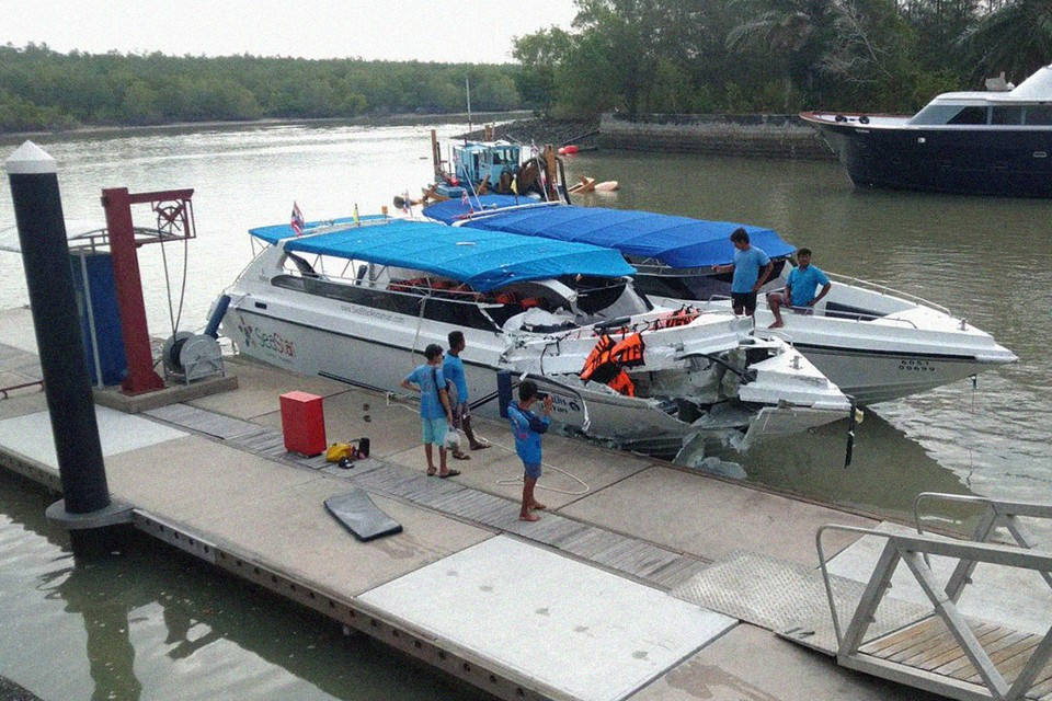 Спидбот (скоростной катер) с почти 40 российскими туристами, двигавшийся в лагуне на восточном побережье, на полном ходу лоб в лоб столкнулся с таким же судном.