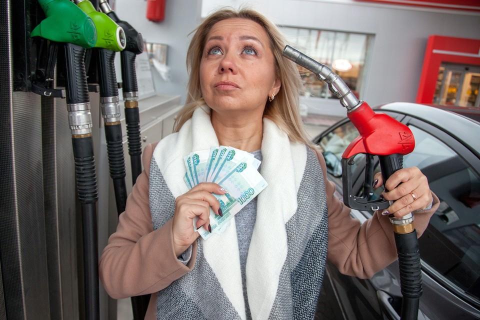 Сколько литров бензина АИ-92 могут купить себе жители разных регионов на одну среднемесячную зарплату, узнали аналитики «РИА Рейтинг».