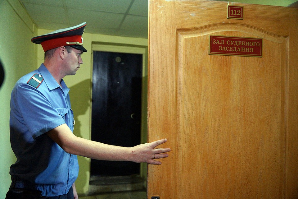 Обстоятельства при которых подсудимый пронес в здание суда оружие в настоящее время устанавливаются