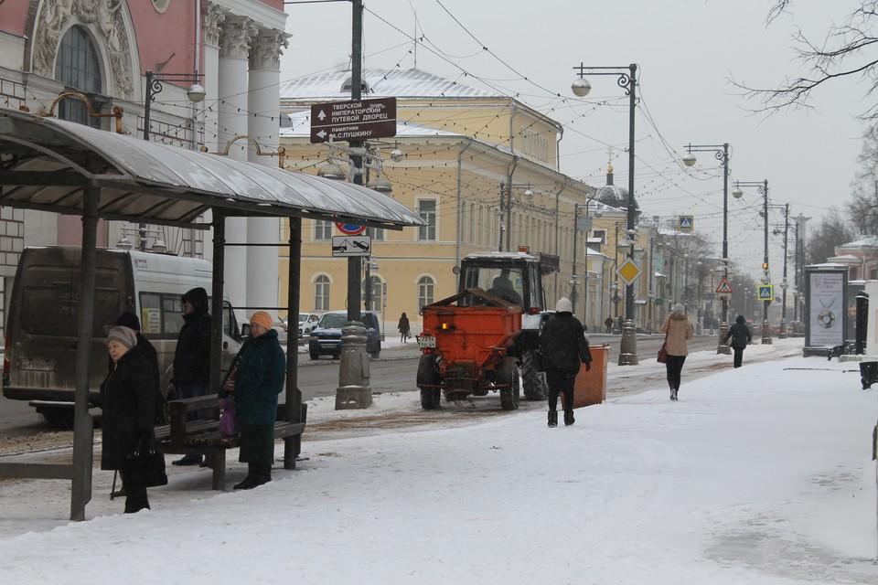 Особое внимание уделено обработке пешеходных переходов, остановок общественного транспорта Фото: администрация Твери