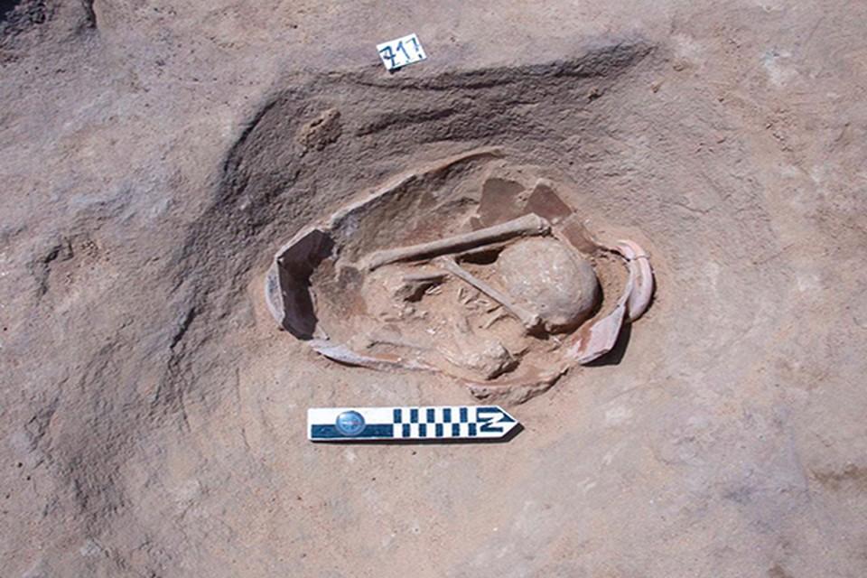 Углубления овальной формы вырублены в камне. Фото: antiquities.gov.eg